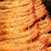 foto camarão no espeto